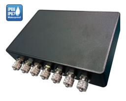 """Průmyslové Box PC LexCom LexSystem SHARK s krytím vůči kapalinám a prachu stupně IP67 s konektory typu M12. Provedení o velikosti 7""""."""